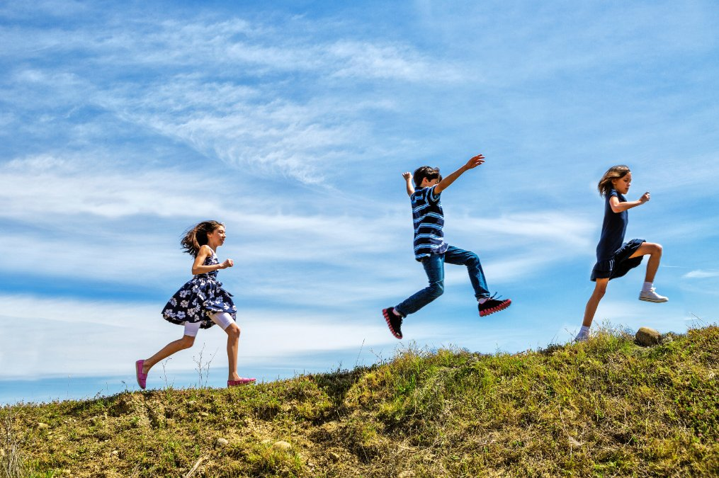pic of kids running outside